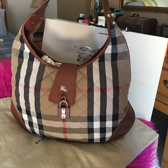3d880aef1dc Burberry Handbags - Auth Burberry brook house check large Hobo